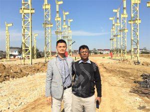 Клиентите на Бангладеш идват да посетят новата фабрика, която изграждаме