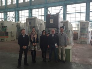 Клиентите на Колумбия купуват хидравлични преси от компании на Accurl