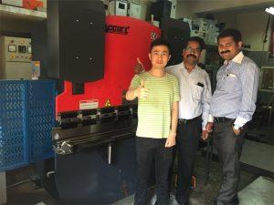 Индия клиентите посещават фабрики и купуват машини