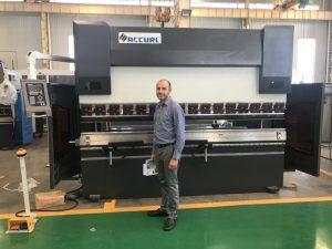 Иран клиент тестване машина в нашата фабрика 1