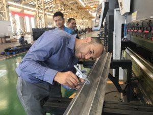 Иран клиент тестване машина в нашата фабрика 2