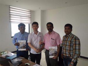 Клиентите на Шри Ланка обсъждат технологията с Mr.Tai в нашия офис