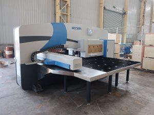 високоскоростна CNC punch машина 30 тона с Oi-PO cnc контролна система